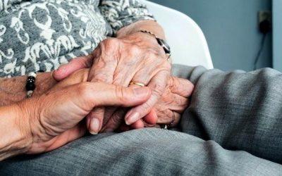 Activa, informada i cuidada per la família i el veïnat: així viu el confinament la gent gran