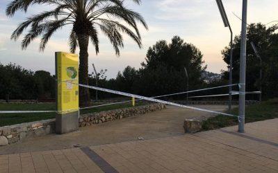 L'Ajuntament tanca els accessos a la platja i el parc del Castell