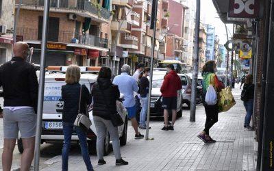Prohibit estacionar al tram central de l'av. Constitució per donar més espai a vianants