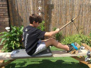 Membre del Club Piragüisme Castelldefels entrenant a casa