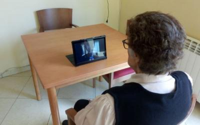 Tablets per a les residències i aliments per a la comunitat uruguaiana, noves iniciatives solidàries
