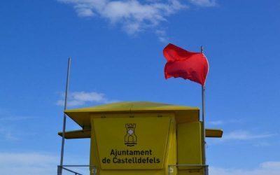 Bandera vermella a un tram de la platja per possible afectació d'aigües residuals