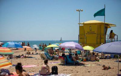 La platja del municipi torna a registrar una ocupació densa en un cap de setmana sense incidències