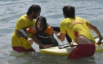 Un simulacre de rescat al mar posa a prova els serveis de salvament i emergència a la platja