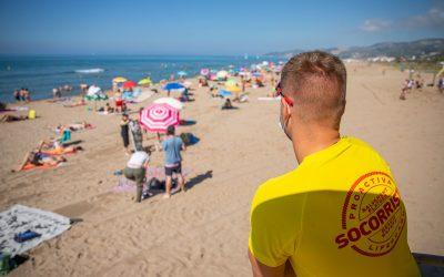 Tancaments intermitents de la platja en el primer cap de setmana amb reducció d'aforament