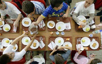 Casi ochocientos escolares de Castelldefels reciben ayudas para el comedor escolar