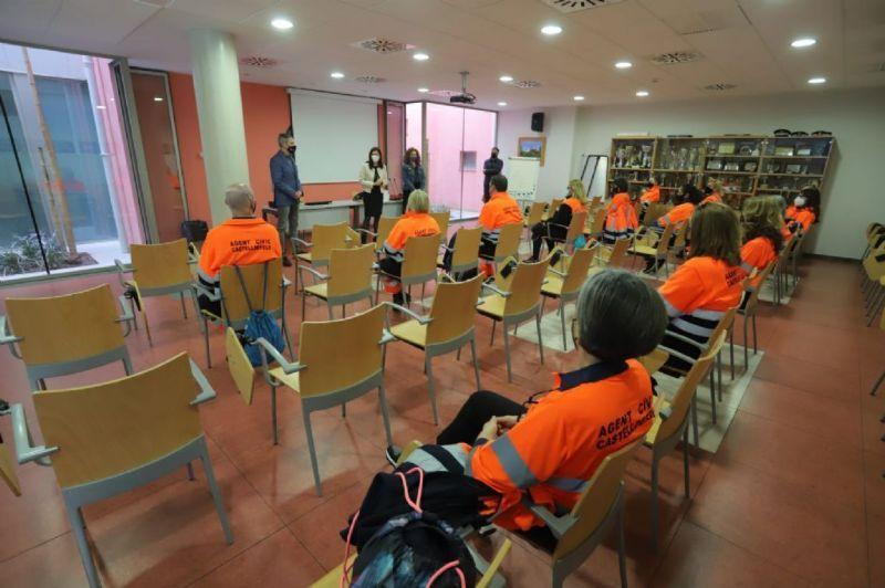 Doce nuevos agentes cívicos refuerzan la plantilla de la Policía Local de Castelldefels