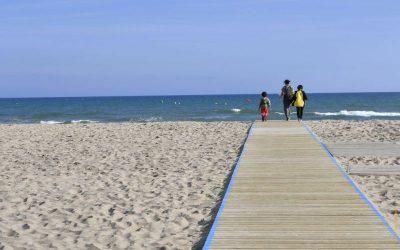 Nova temporada de bany a la platja de Castelldefels